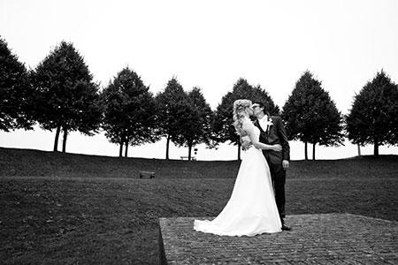 Bekijk de romantische foto van Rudy en Antsje waarmee zij meedingen naar gratis trouwringen bij trouwringen-Heusden.nl