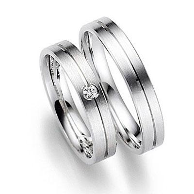 Gerstner trouwring 20918, matte trouwringen met een glanzend randje en briljant