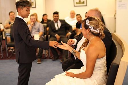 Wim en Gueiva doen mee aan de aktie win gratis trouwringen van trouwringen Heusden van juwelier sylvester andriessen uit Heusden