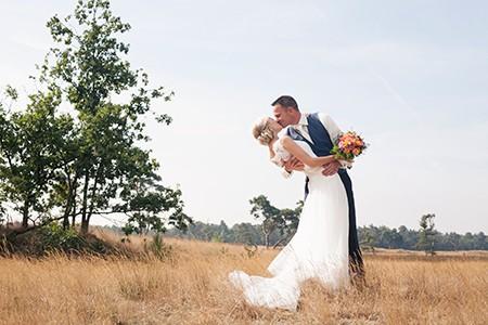 Jos en Samantha doen mee aan de actie win gratis trouwringen